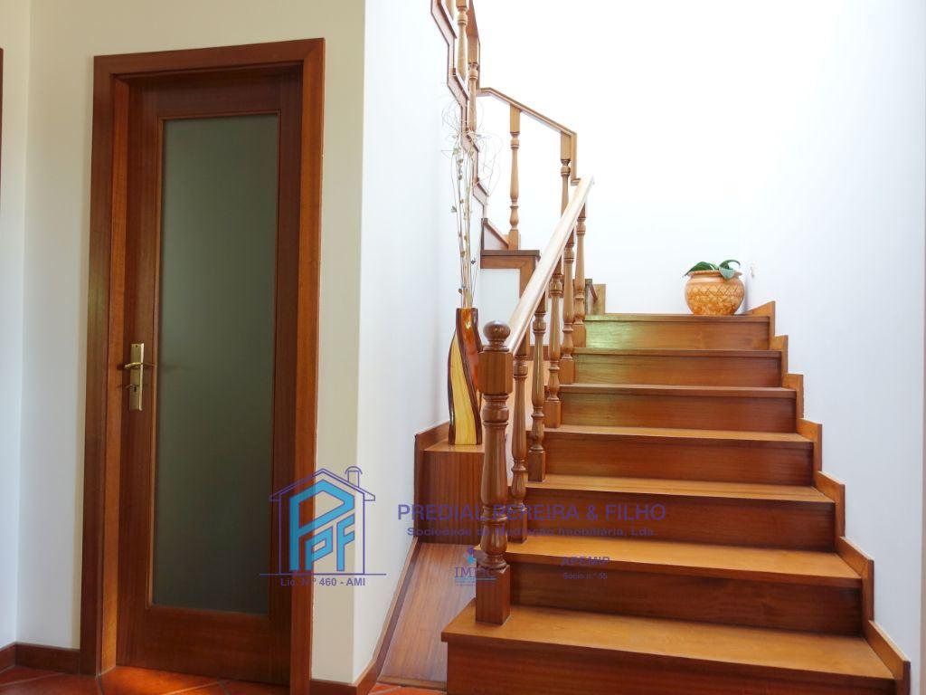 Escadas p/ 1º piso