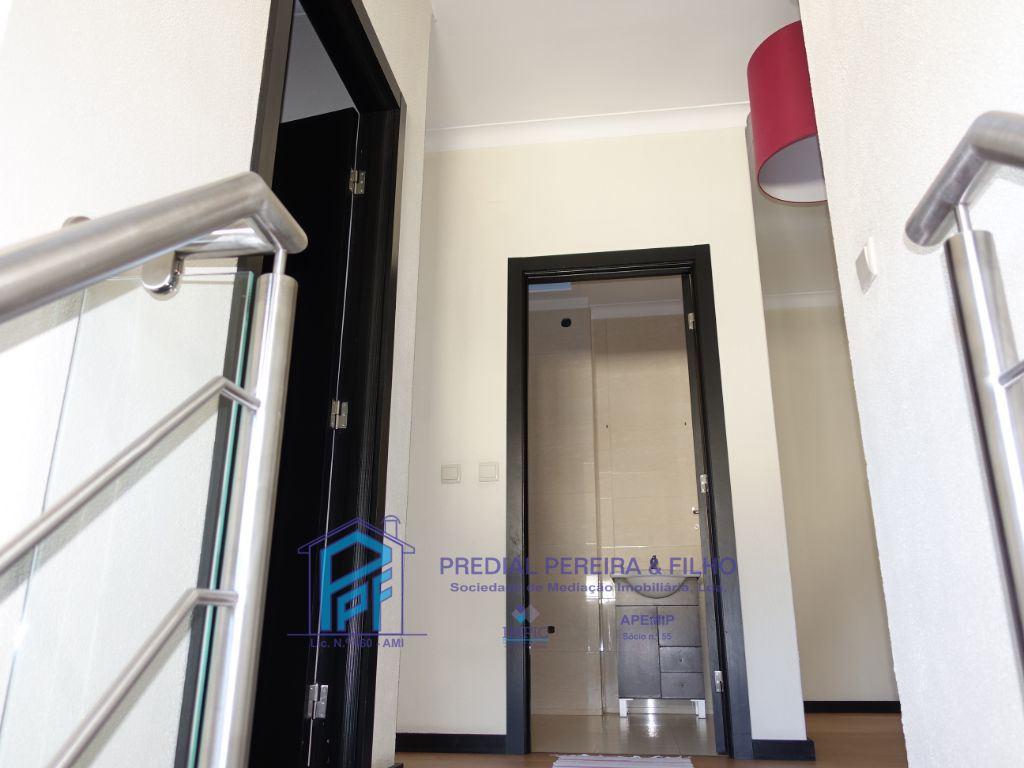 Escadaria acesso R/C