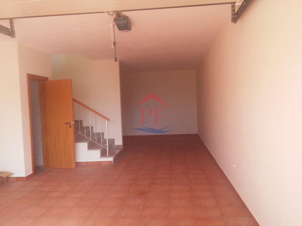 casacerta.pt - Moradia em banda T3 -  - Santo Antonio da S(...) - Santa Cruz