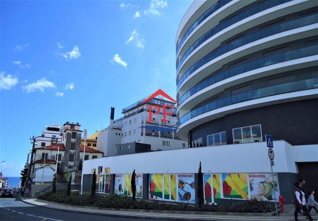 Loja / Escritório / Café / Rent a car - Funchal - Centro - Edificio de Luxo - 5 OUTUBRO - Santa Luzia