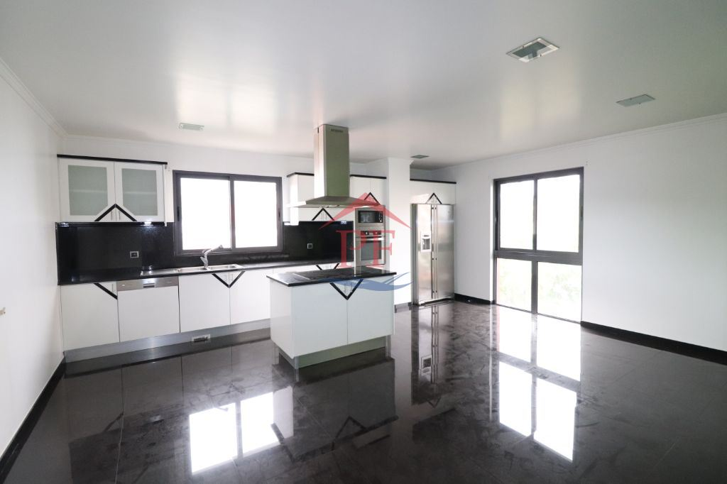 Apartamento T4 200m2 e com piscina - Funchal