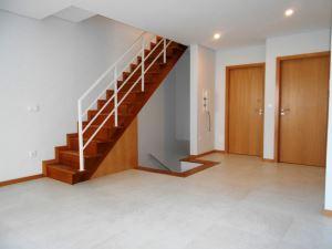 Piso-vivienda T4, para Compra