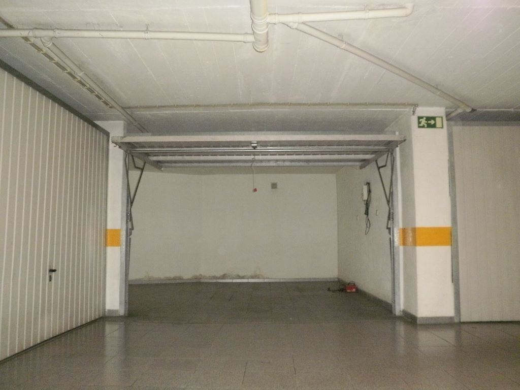 Garagem , Massamá e Monte Abraão, Sintra (Lisboa)