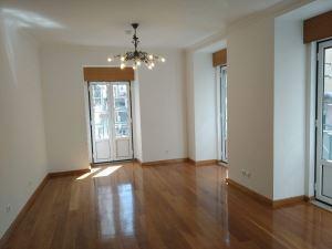 Apartamento T5, para Compra