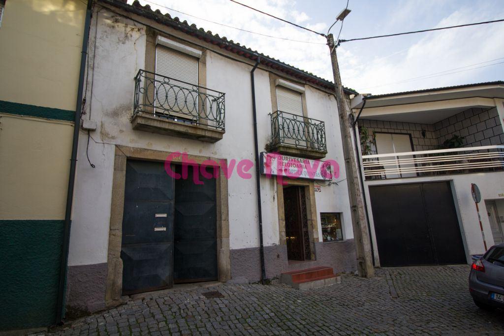 Maison bifamiliale   Acheter Melres e Medas 100.000€