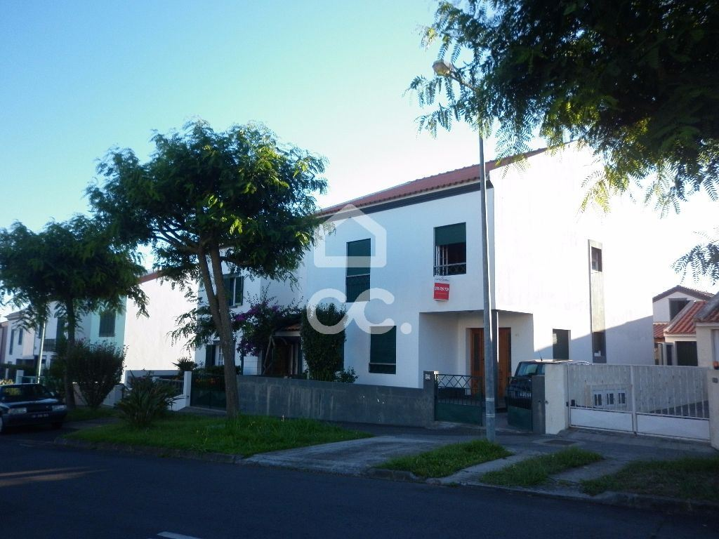 casacerta.pt - Moradia isolada T4 -  - Rosto do Cão (Livr(...) - Ponta Delgada