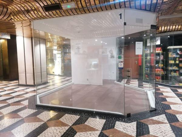 Shop in a shopping center, para Rent